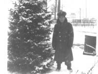 To Kimiko - Sincerely- Pat M. Suzuki U.S. Army. Taken at Camp Savage, Minn. April 1944. It was 12 degrees below zero. [Courtesy of Leslie Taniyama]