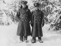 Nov. 29 '42  Another snow picture RO & myself.  [Courtesy of Jan Nadamoto]