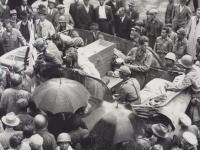 German forces in Bussaila, Italy attempt to buy coffins after the end of the war. [Courtesy of Fumie Hamamura]