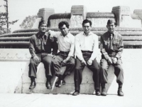 Stanley Hamamura and fellow soldiers sightseeing. [Courtesy of Fumie Hamamura]