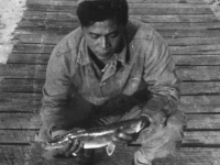 William Takaezu with fish on Cat Island, Mississippi. [Courtesy of Mrs. William Takaezu]