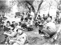Lunch break while practicing maneuvers at Camp McCoy, Wisconsin (Courtesy of Alvin Tsukayama)