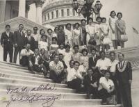 Spark Matsunaga poses with fellow veteran Uki Wozumi and Hawaiians at the Capitol. [Courtesy of Ukichi Wozumi]