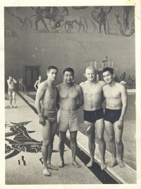 Katsumi Kometani (2nd from left) with Halo Hirose (right), a famous Hawaiian swimmer, and friends at the pool. [Courtesy of Dorothy Kometani]